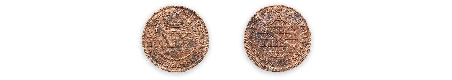 MonnaieMCC/LRAQ, photo: Aurélie DesgensMaison Lecourt. 1735Monnaie en alliage cuivreux, Brésil. Cette pièce d'une valeur de 20 réis, est frappée au nom de Jean V, roi du Portugal. Les objets de métal composent 8 % de la collection de Place-Royale.