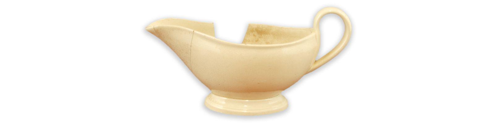 SaucièreMCC/LRAQ, photo: Catherine CaronMaison Paradis. Vers 1780-1830Terre cuite fine de type creamware, Angleterre. Anse en forme de boucle.