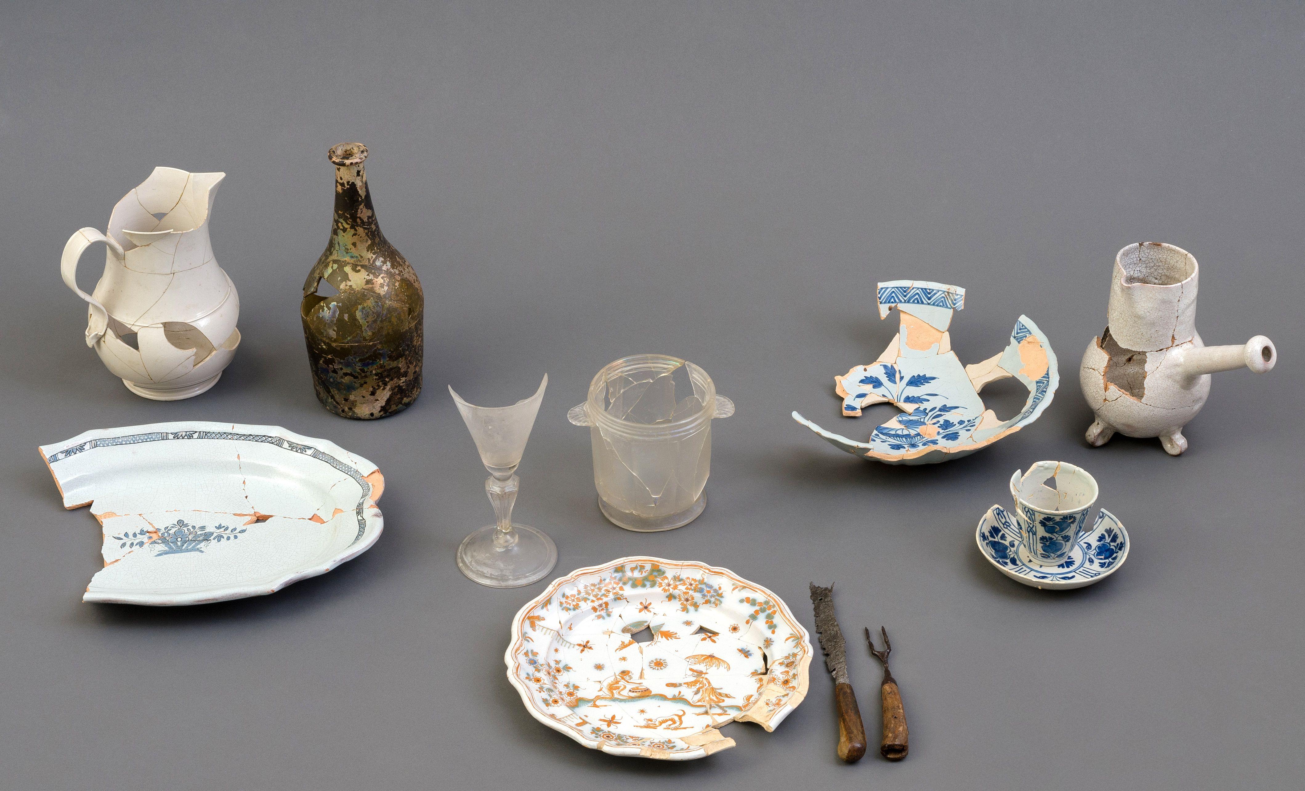 La table à la française entre 1720 et 1760 Réseau Archéo-Québec, photo: Jacques Beardsell